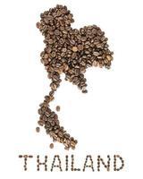 Mapa de Tailandia hecho de granos de café tostados aislado sobre fondo blanco.