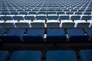 Primer plano detalle de los asientos del estadio azul foto