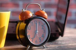 reloj despertador clásico foto