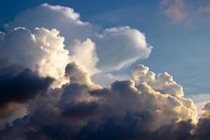 cielo nublado oscuro foto