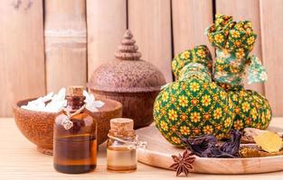 Herbal spa treatment with compresses