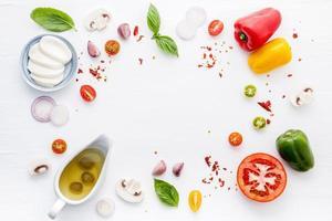 ingredientes de pizza fresca plana foto