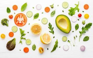 ingredientes frescos para ensaladas foto