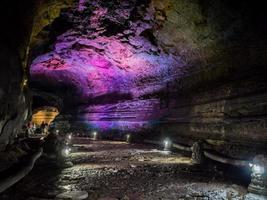 el corredor dentro de la cueva manjanggul en la isla de jeju, corea del sur