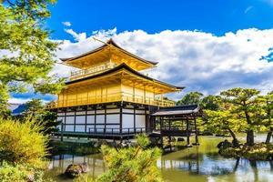 Templo Kinkakuji o pabellón dorado en Kioto, Japón