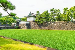 el castillo del palacio imperial en la ciudad de tokio, japón foto
