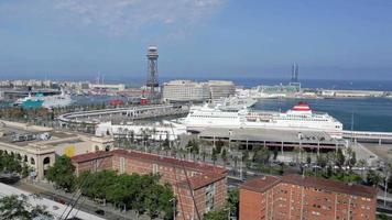 timelapse de tráfego de barcelona, teleférico, navios, carros video