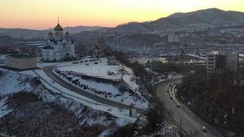 vista aérea da catedral do ícone de nossa senhora de kazan em nakhodka, rússia video