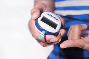 análisis de sangre de la persona diabética foto