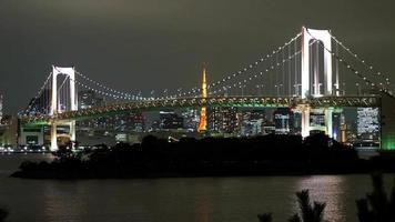 Pont arc-en-ciel timelapse avec tour de tokyo, tokyo japon