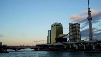 timelapse ciudad de tokio con río en japón video