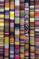 Productos artesanales tradicionales en el mercado de Cusco, Peru. foto