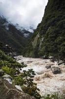 río urubamba en perú foto