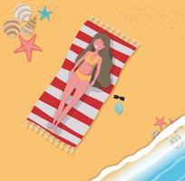 mujer joven en la playa vector