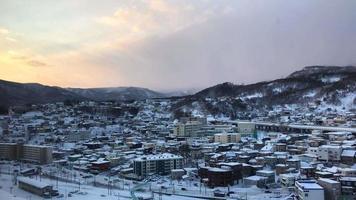 vista da cidade de otaru com neve, hokkaido japão