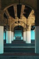 Arquitectura de columnas en la ciudad de Bilbao, España foto
