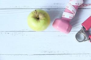 concepto de fitness con una manzana foto