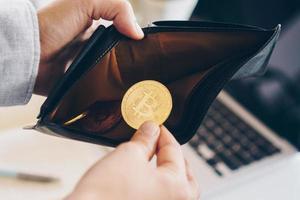 Símbolo de moneda bitcoin de dinero digital criptomoneda foto