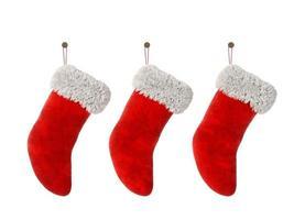 Tres medias navideñas aisladas sobre un fondo blanco en 3D rendering foto