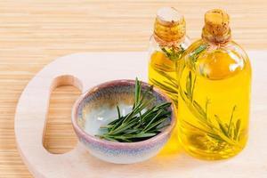 aceite de romero orgánico fresco