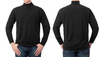 persona que lleva un jersey de cuello alto negro