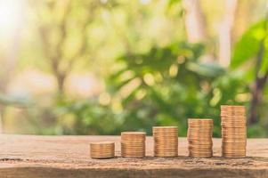 monedas apiladas, concepto de crecimiento financiero foto