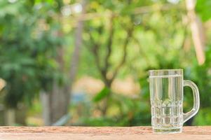 vaso de agua para la salud foto