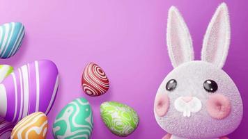süßes Kaninchen mit bunten Eiern für Ostertag video
