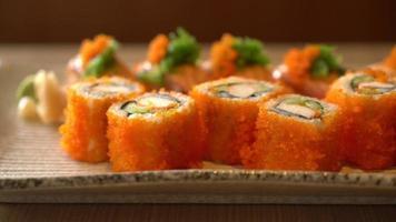 sushi de salmão e maki de salmão video
