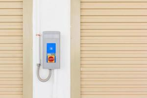 puerta de persiana enrollable e interruptor automático de puerta foto