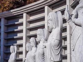 Estatua budista en el templo bongeunsa en la ciudad de Seúl, Corea del Sur foto