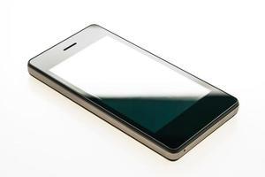 smartphone sobre fondo blanco