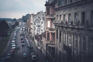 Belgrado, Serbia 2015-- Calle Karadjordjeva y paisaje urbano de Belgrado, vista desde el puente Brankov