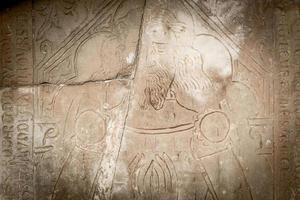 Castillo de larnaca, chipre 2016 - lápida en relieve de un caballero medieval foto