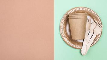 vajilla biodegradable y espacio para copiar foto