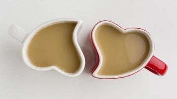 tazas de café en forma de corazones foto