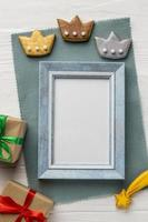 Three crown cookies and empty frame