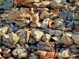 Detalle de la pared de piedra al aire libre para el fondo o la textura