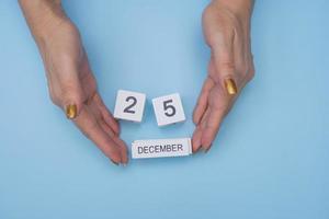 25 December wood calendar and hands