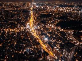 paisaje urbano de tokio en la noche foto