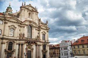 S t. Iglesia de San Nicolás en Praga, República Checa foto