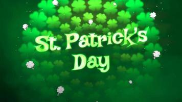 animação closeup dia de São Patrício texto e movimento pequenos trevos verdes em fundo brilhante do dia de São Patrício video