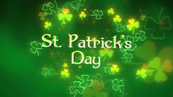 Animation gros plan st patricks day texte et motion petits trèfles verts sur fond brillant saint patrick day