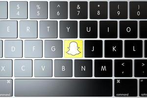 icono de Snapchat en el teclado de la computadora portátil foto