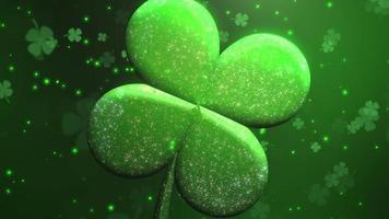 Animation closeup motion gros trèfles verts et paillettes sur fond brillant de jour de saint patrick
