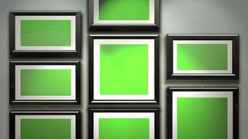 Cámara de movimiento en la galería de arte con imagen y marco moderno con pantalla de maqueta verde, fondo de arte video