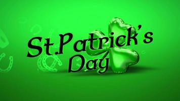 animação closeup dia de São Patrício texto e movimento trevos verdes no fundo do dia de São Patrício video