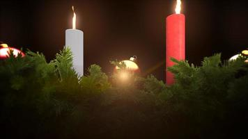 geanimeerde close-up groene boomtakken en kerstkaarsen op donkere achtergrond