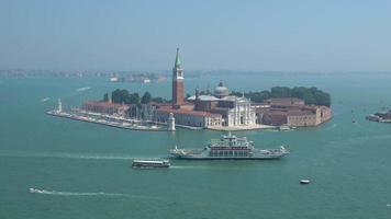 vista panorâmica da ilha de san giorgio maggiore de st. campanário de Mark video