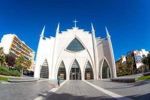 torrevieja, españa 2017 - iglesia del sagrado corazon de jesus, plaza de oriente foto